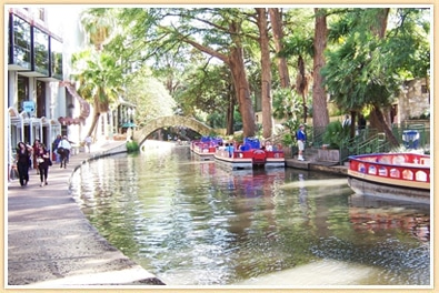 photo of river walk in san antonio texas, things to do in san antonio with kids