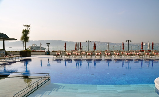Four Seasons Istanbul Bosphorus Swimming Pool